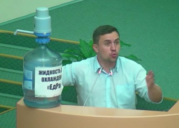 Депутат Бондаренко устроил очередное представление в облдуме