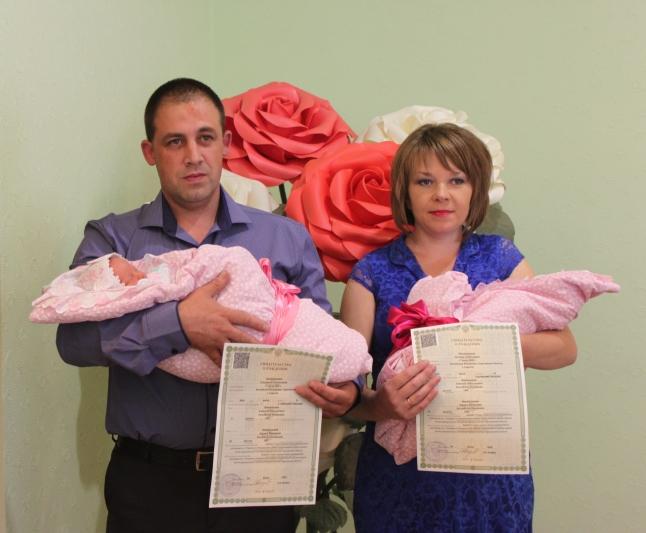 В ртищевском ЗАГСе зарегистрировали двойняшек