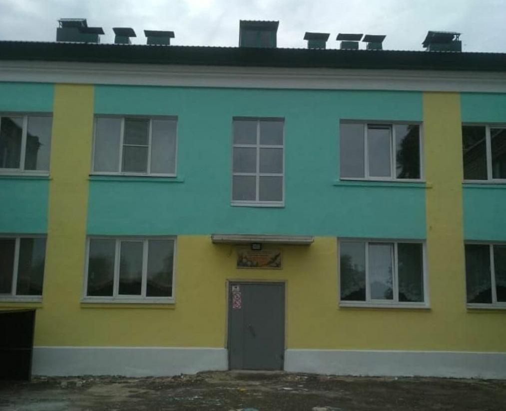 В образовательных учреждениях района обновили фасады