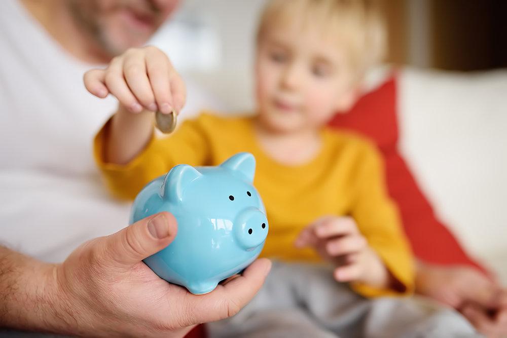 Депутаты поддержали продление денежных выплат на детей в августе