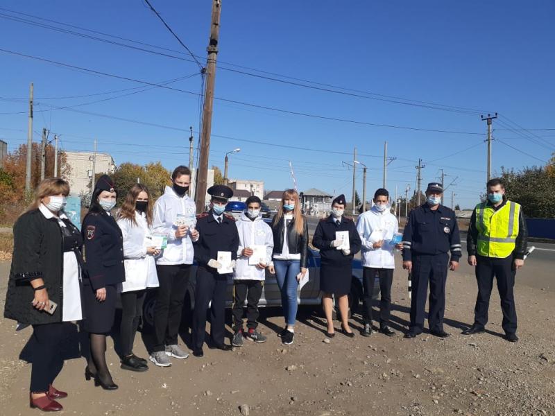 Полицейские и волонтеры провели профилактическую акцию «Безопасная дорога домой»