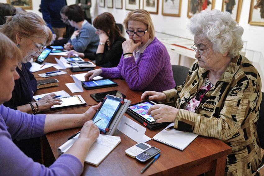 """6% работников области считают, что пенсионеры """"должны дать дорогу молодым"""""""