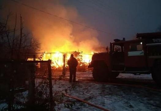 Пенсионер скончался, спасая имущество из горящего дома