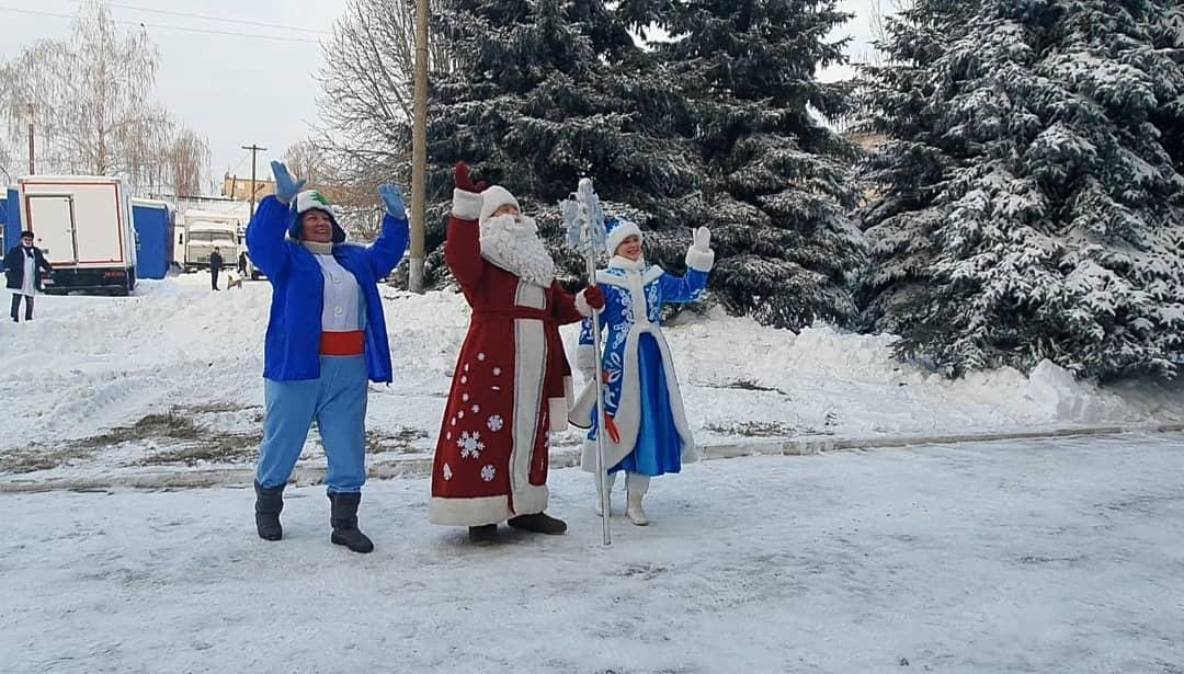 Дед Мороз и Снегурочка поздравили пациентов детской больницы