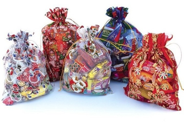Ртищевцы обнаружили недостачу конфет в новогодних подарках