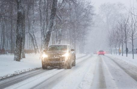 ГИБДД предупреждает автомобилистов о сильном снегопаде