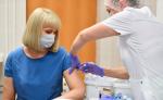 Педагогам напомнили о добровольной вакцинации от коронавируса
