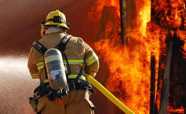 Вчера днем пожарные тушили дом в с. Красная Звезда