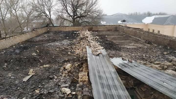 Возбуждено уголовное дело после возгорания крыши школы в Екатериновке