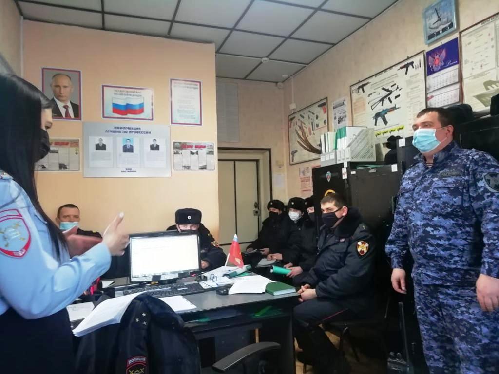Инспектор ГИБДД провела беседу с сотрудниками вневедомственной охраны