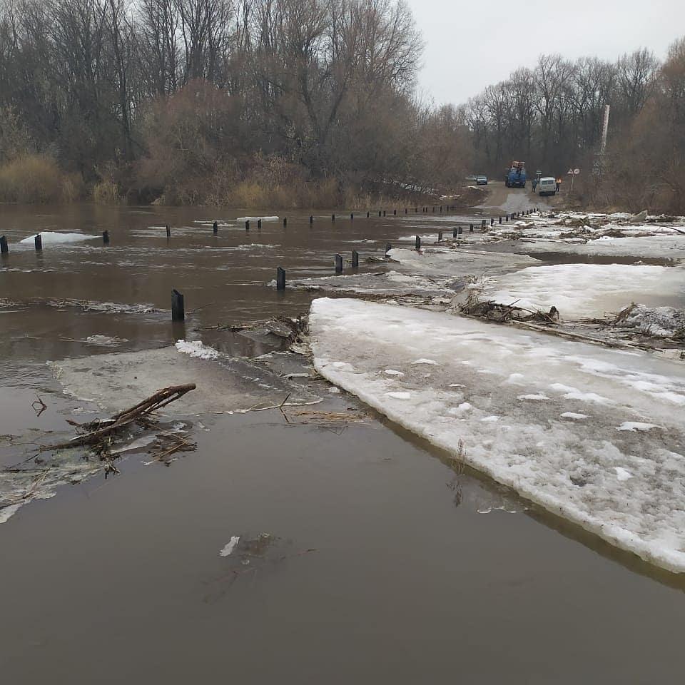 В Ртищевском районе подтоплены два моста