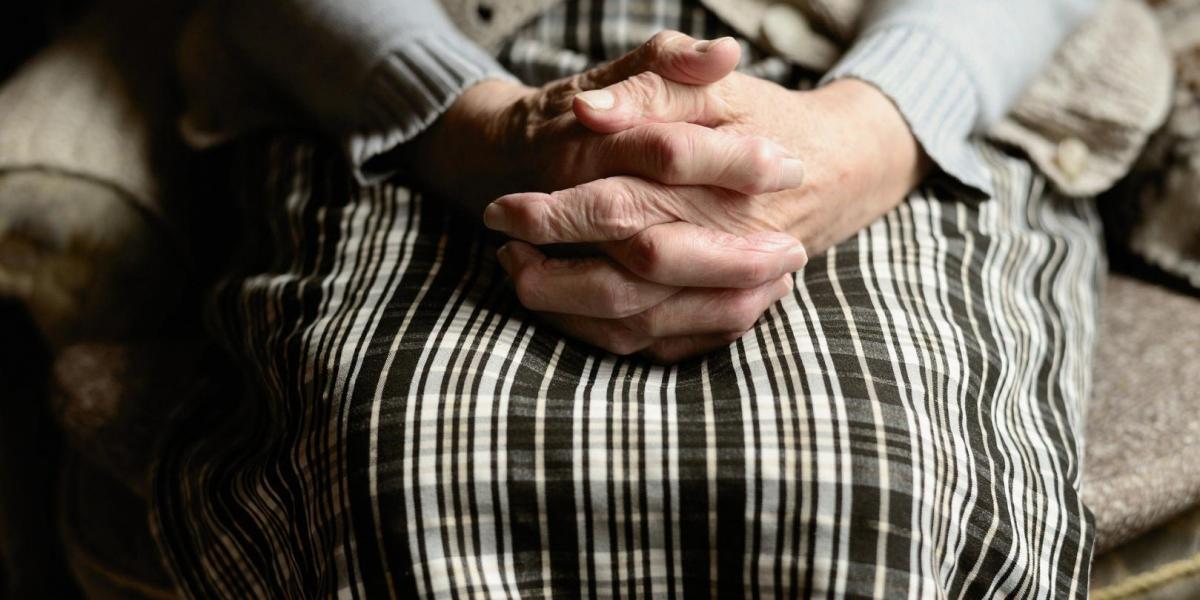 Режим самоизоляции для пожилых продлен до 26 апреля