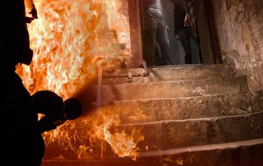 Пожарные тушили возгорание в подвале пятиэтажного дома