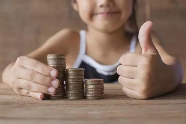 Премьер-министр подписал указ о выплатах 10 тысяч рублей на школьников