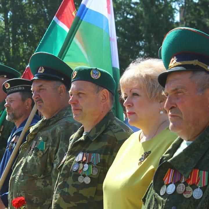 На площади Памяти и славы состоялось мероприятие, посвященное Дню пограничника