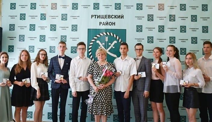 Светлана Макогон вручила лучшим выпускникам медали «За особые успехи в учении»