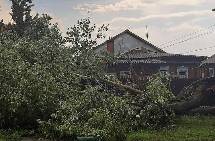 В Ртищеве справляются с последствиями урагана