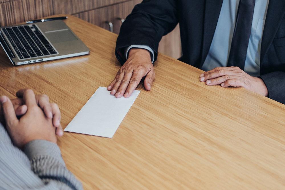 Около ста работодателей области выдавали сотрудникам зарплату в конверте