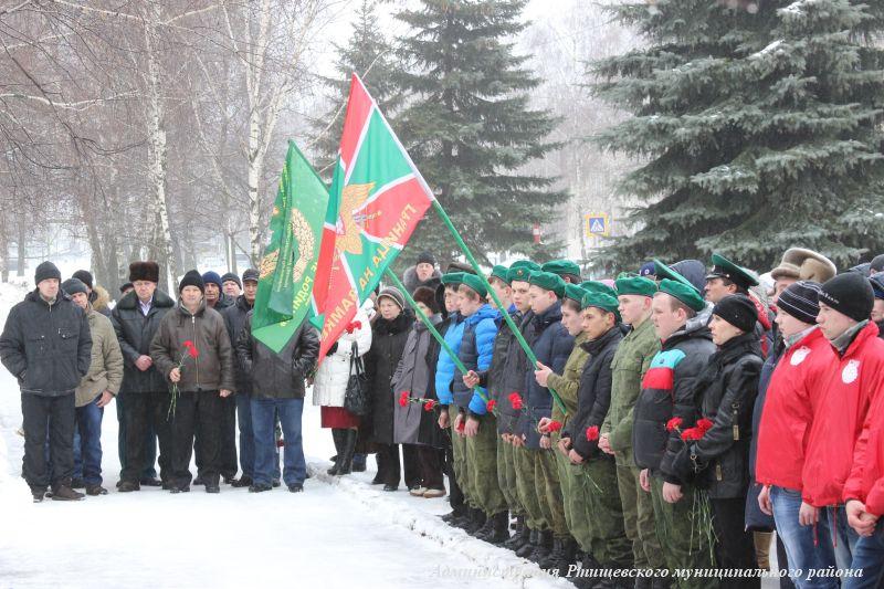 У памятника БТР прошел митинг, посвященный воинам-афганцам